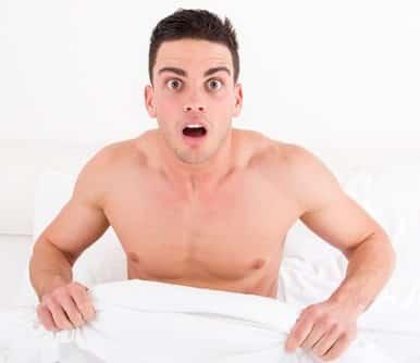 Άντρας ξύπνησε απότομα σε κρεβάτι
