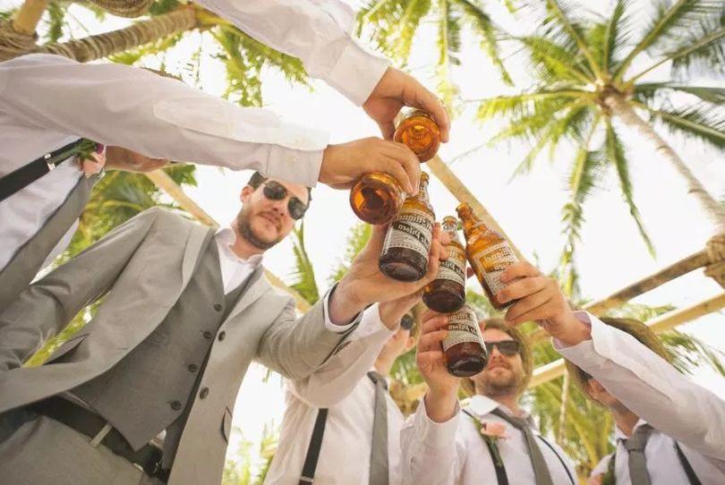 Άντρες Με Ποτά
